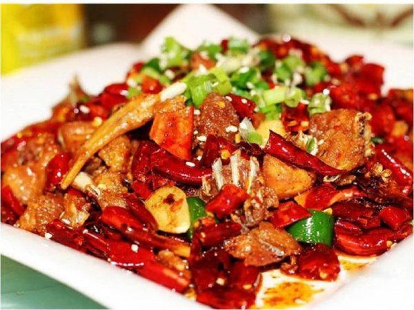 Người bị trào ngược dạ dày thực quản nên hạn chế ăn đồ cay, nóng