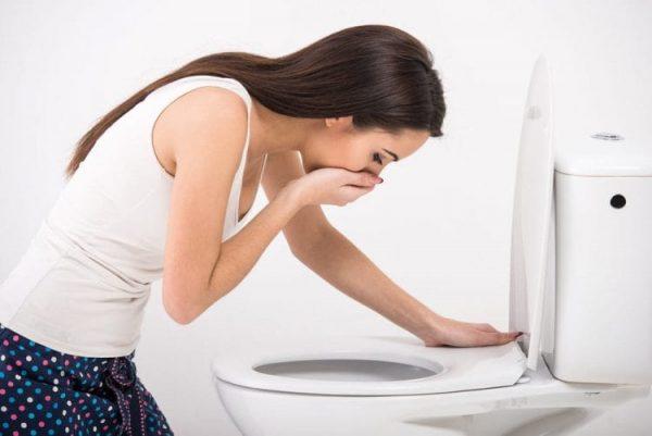 Buồn nôn và nôn là một biểu hiện của bệnh trào ngược dạ dày