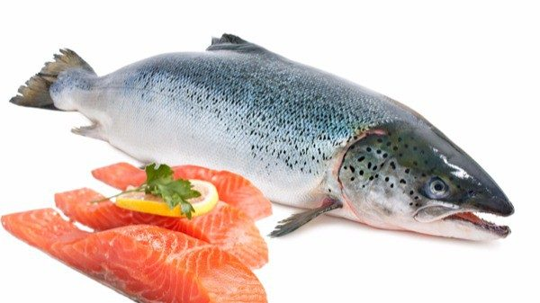Cá hồi tốt cho người mắc bệnh cường giáp. (ảnh minh họa)