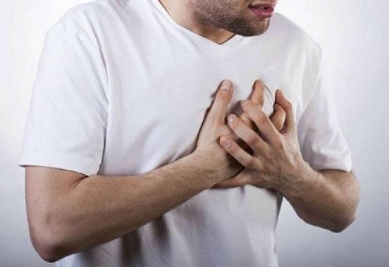 Đau ngực có thể là dấu hiệu cảnh báo bệnh phổi. (ảnh minh họa)