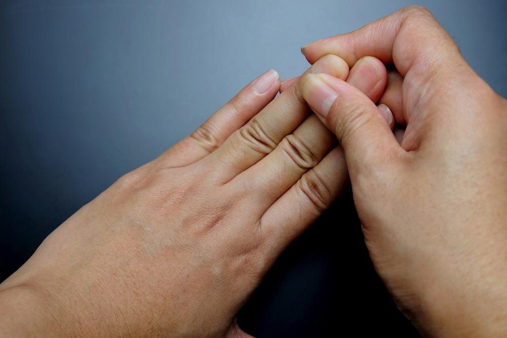 Nguyên nhân tê đầu ngón tay