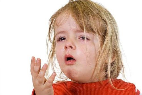 trẻ bị sốt có thể do nhiễm trùng đường hô hấp gây ra.