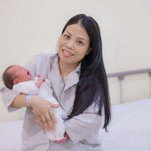 """Kịp thời mổ bắt con và cắt khối u """"khủng"""" cho sản phụ tại Hà Nội"""