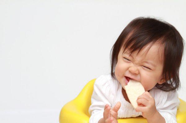 bị viêm tai giữa không nên ăn đồ cứng