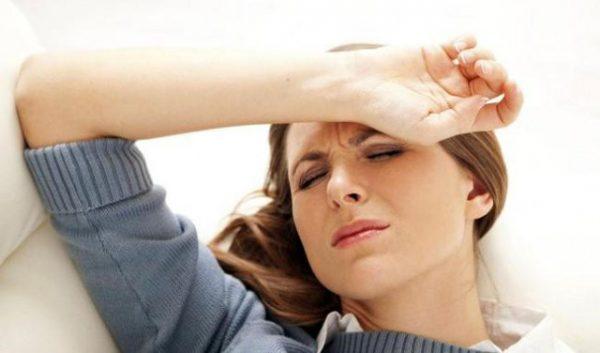 Ngộ độc thực phẩm gây đau đầu, chóng mặt.