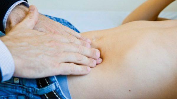 Đau bụng bên trái dưới xương sườn