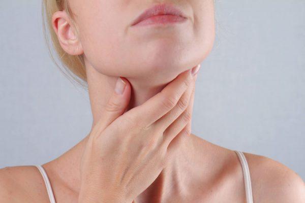 Lý do khiến người bệnh có cảm giác đau cổ họng khi nuốt nước bọt