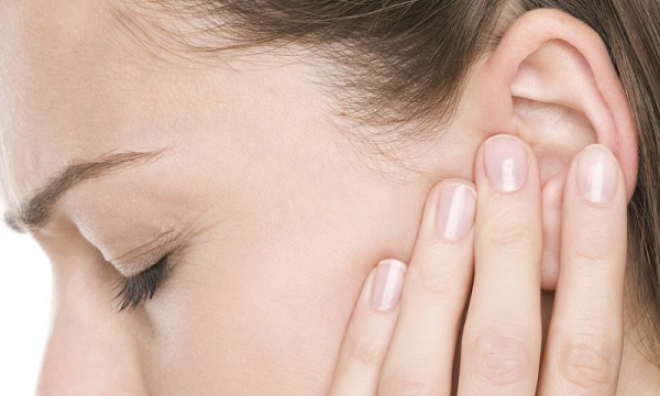 Biểu hiện đau nhức vành tai