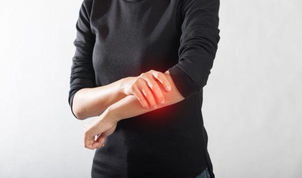 dấu hiệu đau nhức xương cánh tay