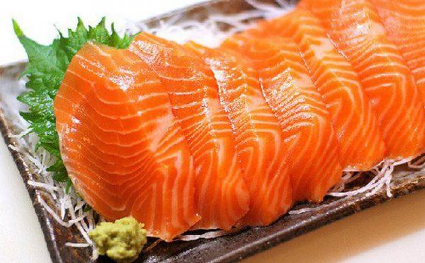 Mẹ bầu nên bổ sung cá hồi vào trong thực đơn