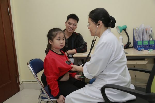 điều trị cổ họng ho có đờm cho trẻ hiệu quả tại Thu Cúc