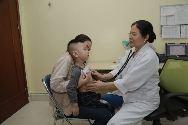 Những lưu ý khi trẻ bị sốt đi sốt lại nhiều lần