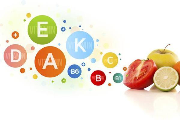 bị nhiệt miệng nên bổ sung vitamin để vết thương nhanh lành