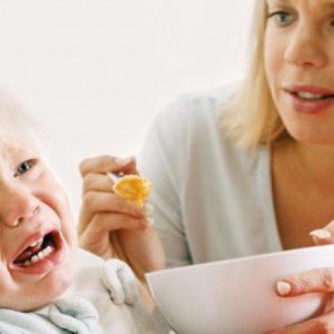 """8 sai lầm """"to đùng"""" mẹ thường mắc phải khi cho trẻ ăn"""