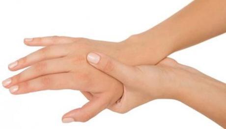 tê mỏi chân tay là biểu hiện của bệnh gì