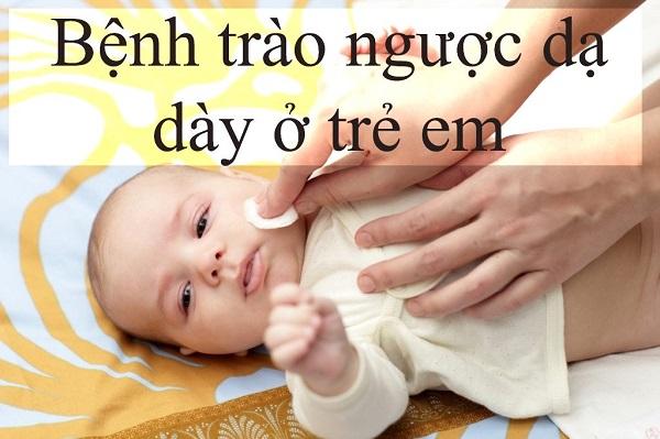 trẻ sơ sinh bị trào ngược dạ dày thực quản