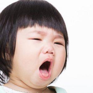 Mẹ nên làm gì khi bé bị viêm họng?