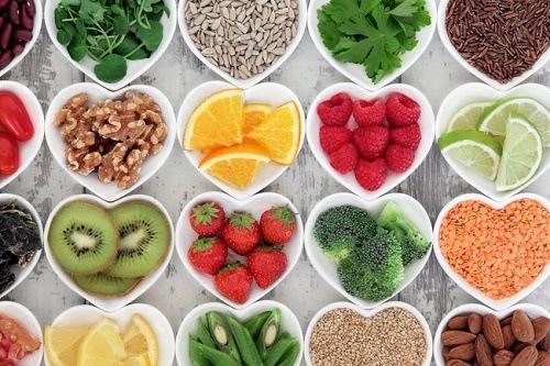 Tăng cường ăn các loại thực phẩm tự nhiên như rau xanh, trái cây giúp hạn chế mắc các bệnh về đường tiêu hóa.