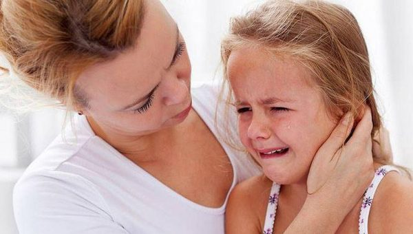dấu hiệu trẻ bị viêm tai xương chũm