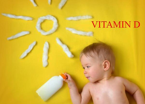 trẻ sơ sinh bị đổ mồ hôi trộm mẹ nên bổ sung vitamin D cho bé