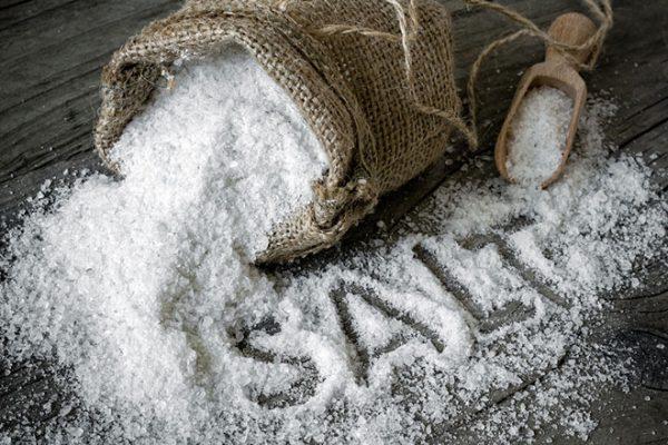 dư thừa muối gây sưng phù tay