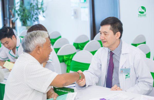 Điều trị loãng xương như thế nào để hạn chế nguy cơ sỏi tiết niệu
