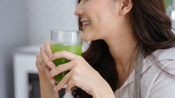 Lợi ích của uống nước ép cần tây