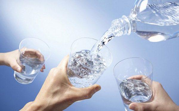 Uống nhiều nước đế phòng ngừa sỏi mật