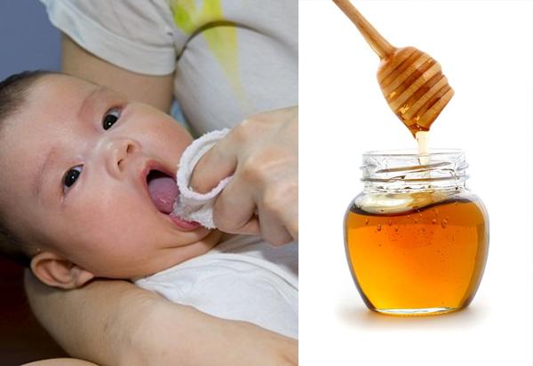 rơ lưỡi cho trẻ bằng mật ong có thể khiến bé bị ngộ độc gây nguy hiểm. (ảnh minh họa)