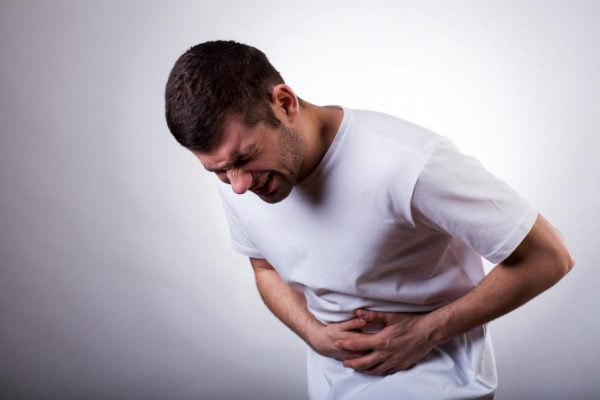 Biểu hiện điển hình của sỏi thận gây đau bụng