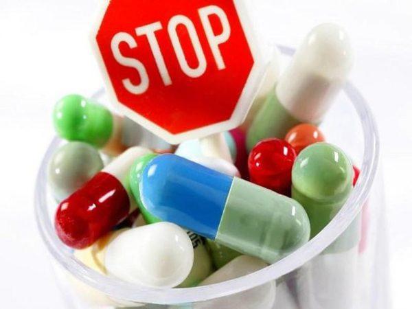 sai lầm khi trẻ bị sốt virus là cho con uống kháng sinh