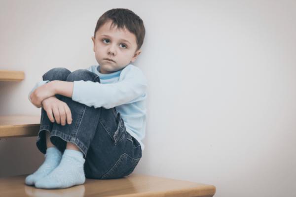 trẻ chậm nói do mắc bệnh tự kỷ