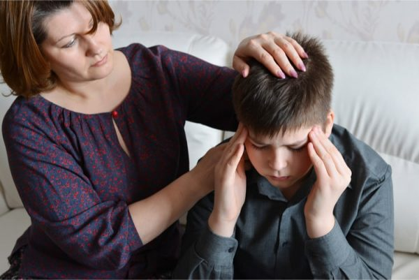 biểu hiện đau đầu ở trẻ em