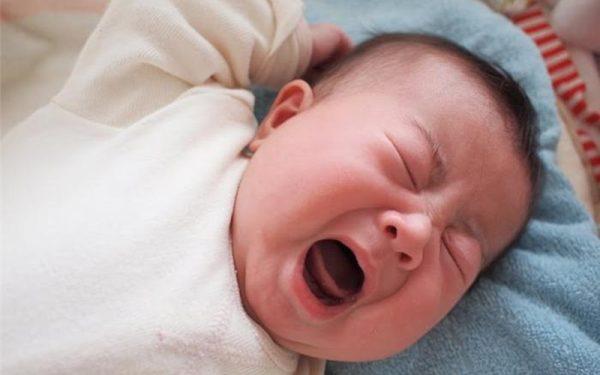 biểu hiện của trẻ bị sốt 39 độ C