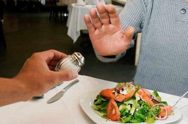 Kiểm soát thói quen ăn mặn để phòng ngừa sỏi thận