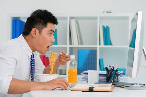 Ăn nhiều mì tôm có gây nên sỏi thận