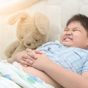 Nhận biết các triệu chứng ngộ độc thức ăn ở trẻ em ngày Tết