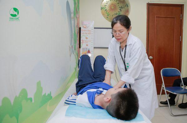 đau đầu ở trẻ em khi nào cần đi thăm khám với bác sĩ