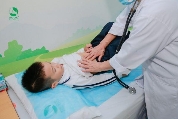 trẻ bị sốt 39 độ C khi nào cần đưa con đi thăm khám với bác sĩ