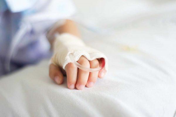 không tự ý truyền dịch khi trẻ bị tay chân miệng