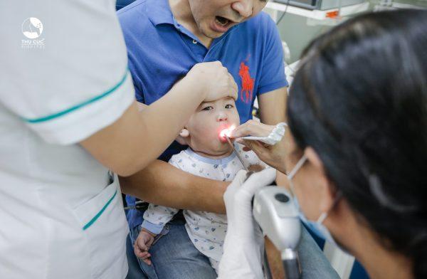 điều trị tay chân miệng cho trẻ