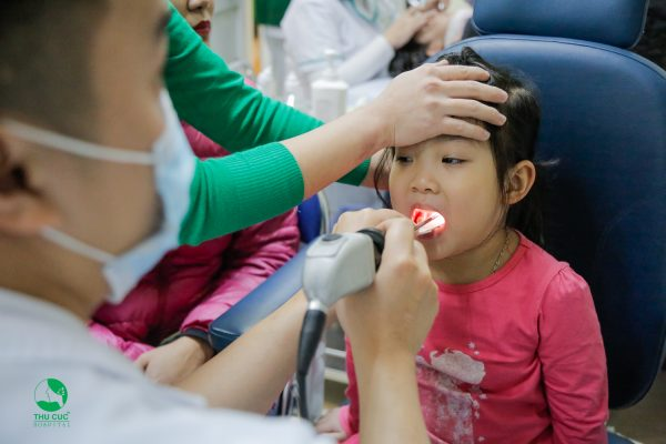 điều trị viêm họng ở trẻ hạn chế sử dụng kháng sinh