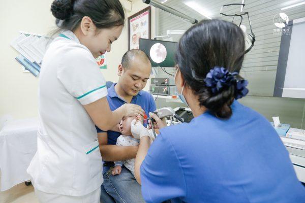 điều trị bệnh viêm tai giữa thanh dịch ở trẻ nhỏ hiệu quả