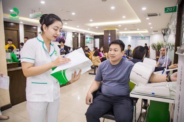 Các bác sĩ chuyên khoa khuyên nam giới sau 30 tuổi là đối tượng nên đi khám sức khỏe định kỳ và tầm soát ung thư nếu có điều kiện.