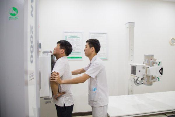 Phòng chụp X Quang của bệnh viện ĐKQT Thu Cúc với hệ thống máy X Quang rất hiện đại và an toàn tuyệt đối, giúp chẩn đoán chính xác các bất thường tim, phổi, trung thất