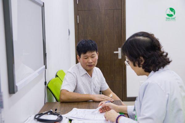 Chú Trầm được các bác sĩ tại Thu Cúc thăm khám và tư vấn rất kỹ lưỡng để sớm điều trị dứt điểm bệnh
