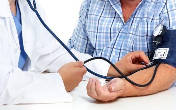 Việc tầm soát ung thư và khám sức khỏe tổng quát ở tuổi trung niên là hết sức cần thiết