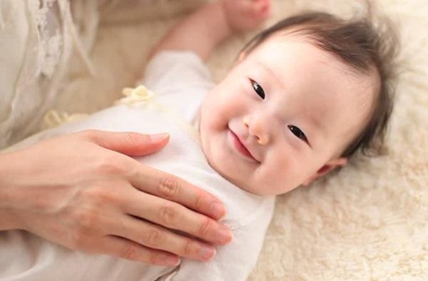 vệ sinh sạch sẽ giúp phòng tránh lây nhiễm virus corona ở trẻ sơ sinh