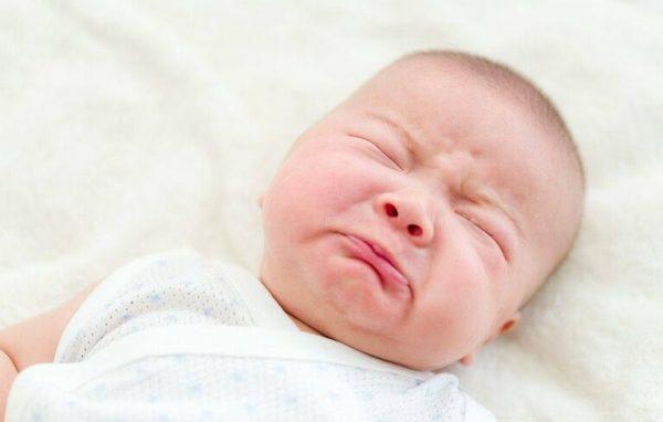 Trẻ nhỏ rất dễ bị viêm họng nếu bé được phát hiện sớm và điều trị kịp thời sẽ không gây ảnh hưởng gì đến sức khỏe của con. (ảnh minh họa)