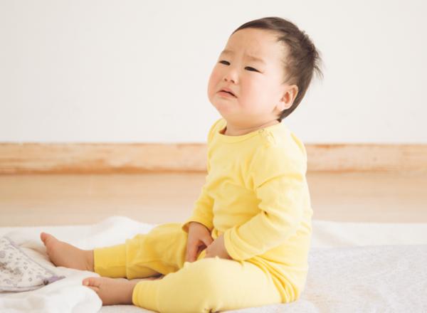 <em>Trẻ bị bí tiểu thường bứt rứt, khó chịu, quấy khóc khiến ba mẹ lo lắng. (ảnh minh họa)</em>